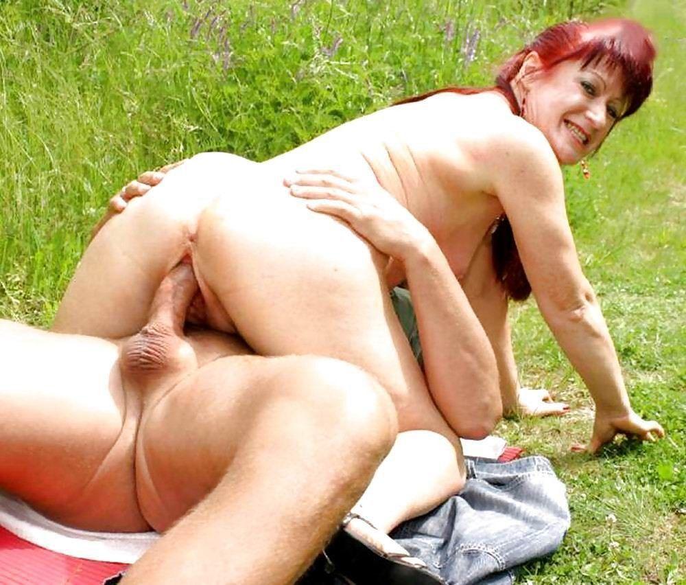 Сельское порно ебет пожилую тетю